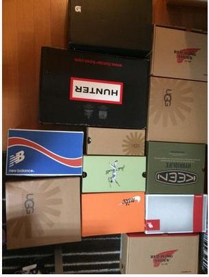 漫画にもジャストフィットな靴の箱。